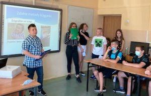 Uczniowie klas VIAB i VIIA w trakcie debaty