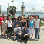 Wspólne zdjęcie przy pałacu sułtana-nauczyciele