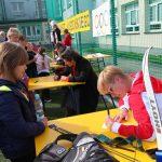 Olimpijczycy w trakcie składania autografów